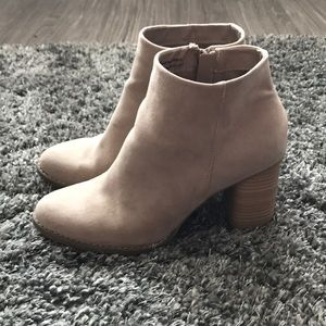 EUC Dolce Vita Taupe Suede Booties 10
